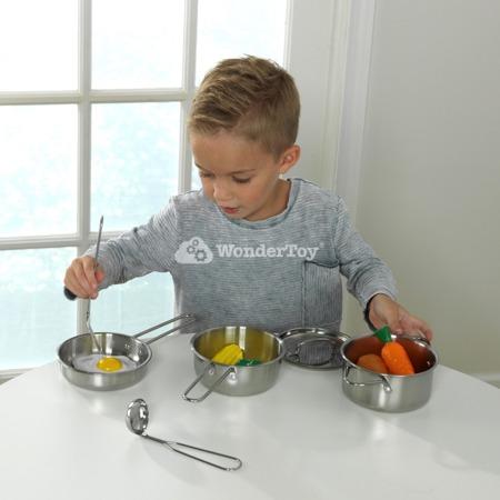 Stalowe garnki i naczynia oraz zabawkowa zywność 63186